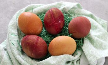 Ostereier mit Naturfarben für Baby Kleinkind