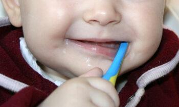 Zaehne putzen Baby Fluorid